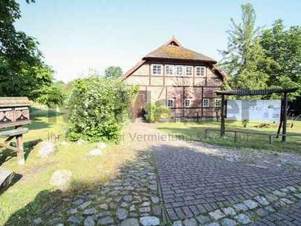 Gewerbe, Wohnen und mehr: Vielseitiges Gewerbehaus mit viel Platz in der Idylle von Rügen