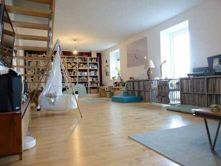 Bochum Fans aufgepasst! Traumhaft weitläufige 4-Raum-Wohnung mit EBK und Balkon in Grumme