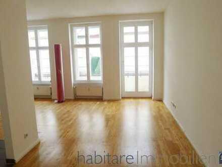 SEHR schöne, sanierte Altbauwohnung mit Balkon, Parkett und offener EBK - Irenenstraße!