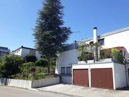 Gepflegtes Ein-Familien-Reiheneckhaus in hervorragender Lage mit Garten, Einliegerwohnung und Garage