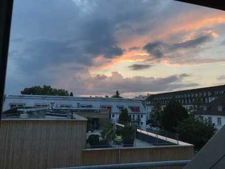 Stilvolle, sanierte 1,5-Zimmer-DG-Maisonette-Wohnung mit Balkon und EBK in Konstanz