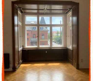 Große Etagenwohnung mit 5 Zimmern, 2 Erker und BALKON (Wohnen plus Büro) zu vermieten!