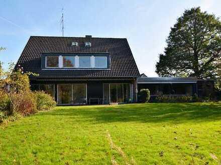 Im neuen Jahr das große Los ziehen: Große Villa mit wunderbarem Garten in ruhiger Lage in Tönisvorst