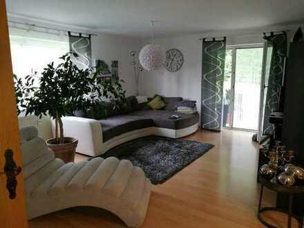 Gepflegte 3,5-Zimmer-Hochparterre-Wohnung mit Terrasse, Garage und Stellplatz in VS-Mühlhausen