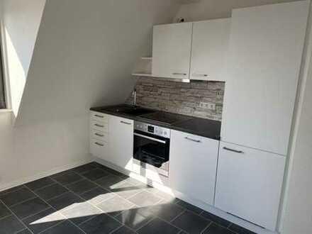Vollständig renovierte 3-Zimmer-DG-Wohnung mit Einbauküche in Düsseldorf