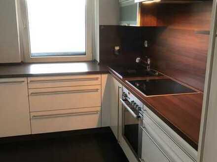 Noch ohne Makler, Gepflegte 4-Zimmer-Wohnung mit Balkon und Einbauküche in Weiherhof