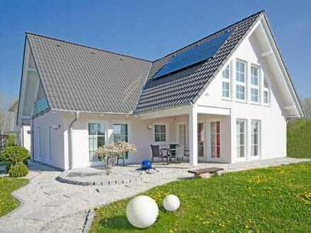 ***riesiges Einfamilienhaus mit traumhaften Grundstück - umringt von vielen Seen***