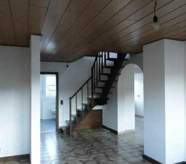 Preiswerte, modernisierte 4-Zimmer-Maisonette-Wohnung in Oberfell