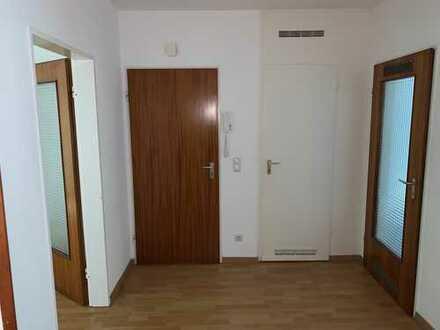 Helle, teilrenovierte 2 Raum Wohnung im 2.OG mit Balkon
