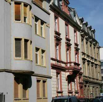 Komplett sanierte 5-Zimmer Stilaltbauwohnung mit Balkon