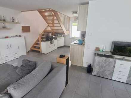 Schöne sonnige Maisionette-Wohnung mit EBK und Carport