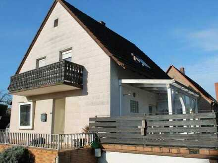Freistehendes Einfamilienhaus mit Garage, Balkon und Terrasse
