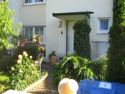 Schönes Reihenmittelhaus 4 Zimmer in LA, Adalbert-Stifter-Str., Nähe HBF, ab 01.11.2020