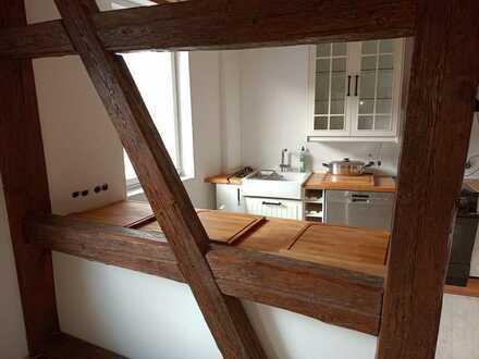 Teilsanierte, offene 4-Raum-Wohnung in einem Fachwerkhaus mit Einbauküche in 89143 Blaubeuren
