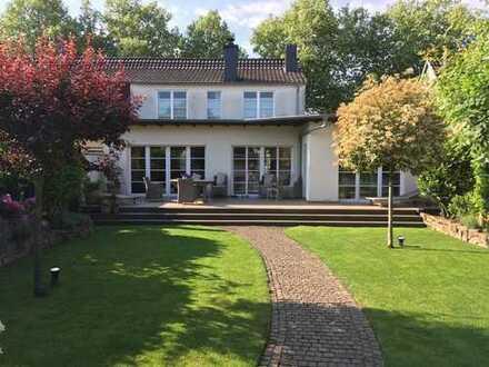 Schönes, geräumiges Haus mit fünf Zimmern in Köln, Brück