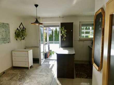 Geräumige, helle 2-Zimmer Wohnung mit Balkon