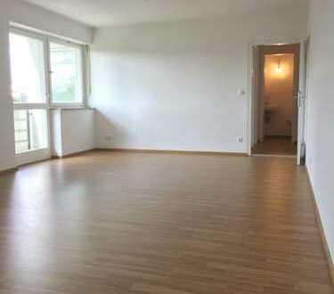 Helle, großräumige 89m², 3.Zi.-Wohnung mit gr. Balkon im 3.OG, sehr Verkehrsgünstig