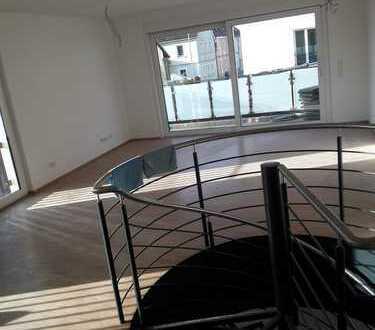 Erstbezug mit Balkon: exklusive 5-Zimmer-Maisonette-Wohnung in Kürnach