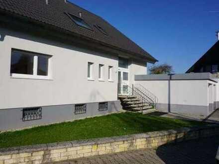 Helle/Freundliche 4-Zimmer-Erdgeschosswohnung mit Terrasse/Garten und Garage mitten im Grünen