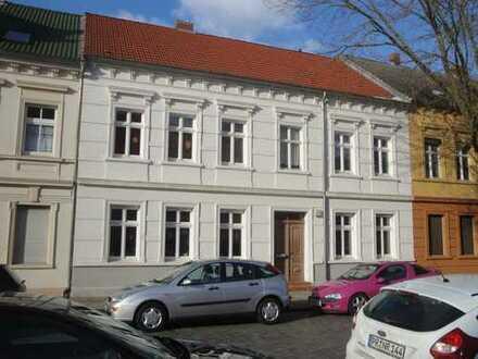 *** Schöne 2-Zimmerwohnung mit Balkon - zentrumsnah - ruhig und grün - in saniertem Altbau ***