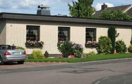 Freistehender, voll unterkellerter Bungalow mit Wintergarten in ruhiger Wohnlage