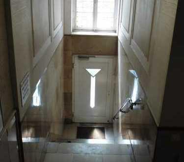 4-Zimmer-Wohnung mit Balkon und Aufzug !