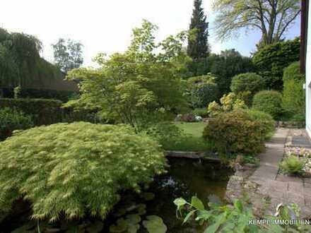 Freistehendes Einfamilienhaus (ca. 12m x 14m) umgeben von einem liebevoll gestalteten Garten