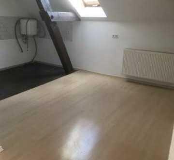 Preiswerte, sanierte 2-Zimmer-Dachgeschosswohnung in Staßfurt