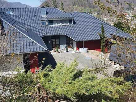 Beeindruckende Landhausvilla in erstklassiger Höhen- und Aussichtslage