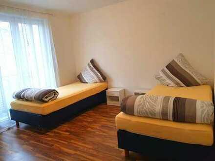 +++ Voll möbiliertes Appartement für 6 Personen + Zentral in Stuttgart + Stlpl. + TG +++