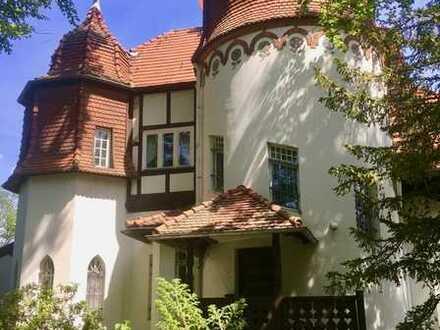Märchenhafte Villa mitten in historischer Parkanlage nahe dem Wannsee