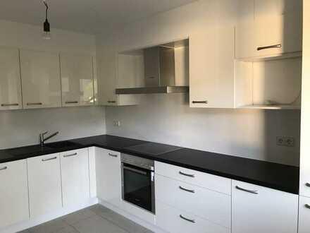 modernisierte 4-Zimmer-Wohnung mit 30QM Kellerraum und EBK in stuttgart