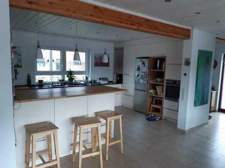 Neuwertige 5-Raum-Wohnung mit Balkon und Einbauküche in Trippstadt
