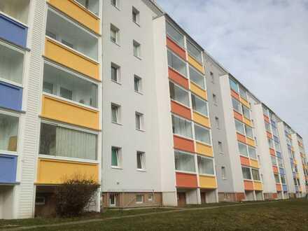 Schöne 3- Raum- Wohnung im 1. OG mit Balkon
