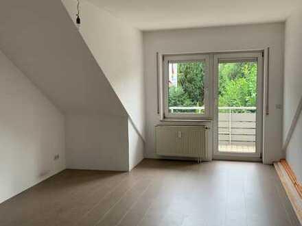 Sanierte 2-Zimmer-Dachgeschosswohnung mit Balkon und EBK in Kirchheim unter Teck