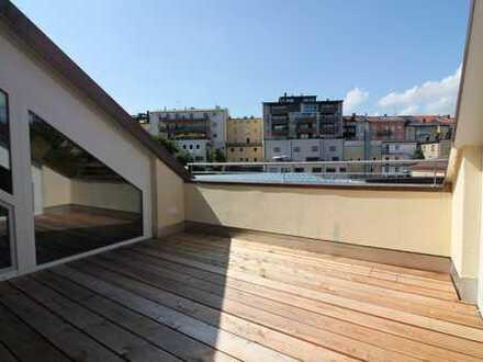 Erstbezug: Moderne Dachterrassenwohnung in zentraler Lage von Traunstein mit Einbauküche