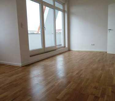 Dachgeschoss zum kurzfristigen Bezug nach Gebäudesanierung / Terrasse / hohe helle Räume