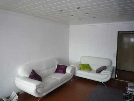 Provisionsfreie und gepflegte 2,5-Zimmer-Wohnung mit Balkon und Einbauküche in Marbach am Neckar