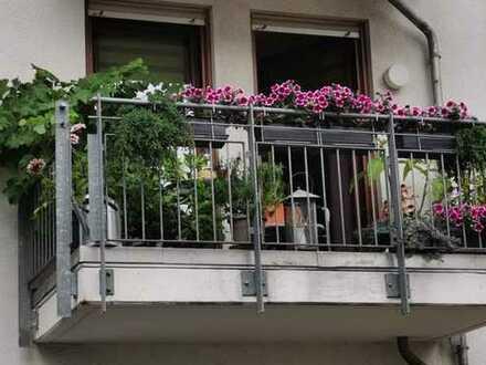 Gepflegte Wohnung mit zwei Zimmern sowie Balkon und EBK in Budenheim
