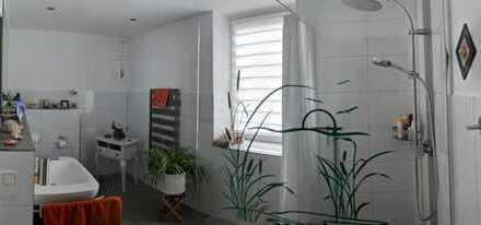 Doppelhaushälfte mit seperaten Eingang, 5 Zimmer auf 2 Etagen + Großer Garten