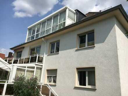 Gepflegte 2-Raum-Dachgeschosswohnung mit Einbauküche in Mainz