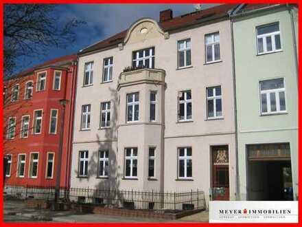 Erstbezug nach Sanierung: 4-Zimmer-Dachgeschosswohnung in gefragter Wohnlage & 2 PKW-Stellplätze