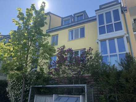 Bezugsfreie 2-Zimmer-Etagenwohnung mit Loggia & Erker nach Ost/Süd ausgerichtet, Tiefgarage & Keller