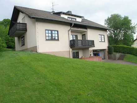 Wohnen wo andere Urlaub machen: günstige, geräumige 3-Zimmer-DG-Wohnung in Grebenhain