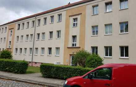 *Renovierte Gemütliche 2-Raumwohnung im Grünen *Besichtigung unter Tel. 0152/ 34349076