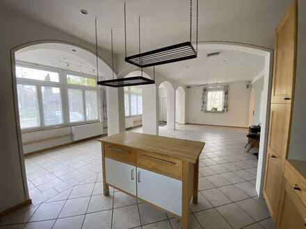 Gepflegte 5-Zimmer-Erdgeschosswohnung mit Terrasse und EBK in Bad Tölz (befristet bis Ende Mai 2022)