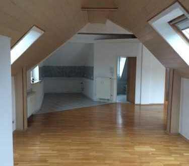 -AUSSERGEWÖHNLICH wohnen- 2,5-3 Zimmer DG-Wohnung m. besonderem Flair