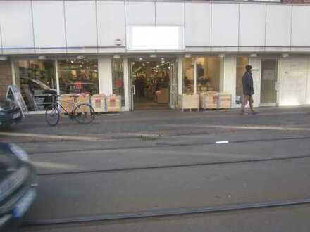 Ladenlokal (837 m²) plus Lager (243 m²) - auf Einkaufsstraße - für Selbstnutzer u. Anleger -