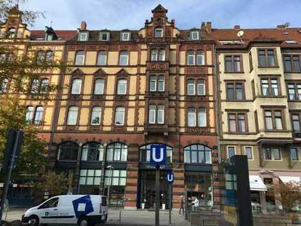 Größzügige Altbauwohnung, 5 Zimmer mit Küche und Bad, in Hannover Mitte