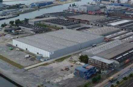 Lager und Logistik mitten im Industriehafen